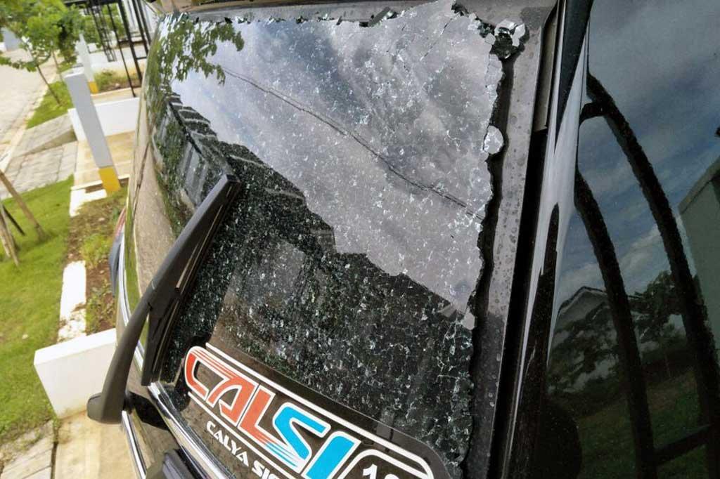 Faktor yang Membuat Kaca Mobil Pecah Secara Tiba-tiba