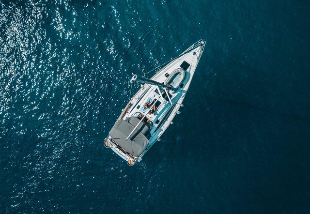 Tips Menyelamatkan Diri di Tengah Laut