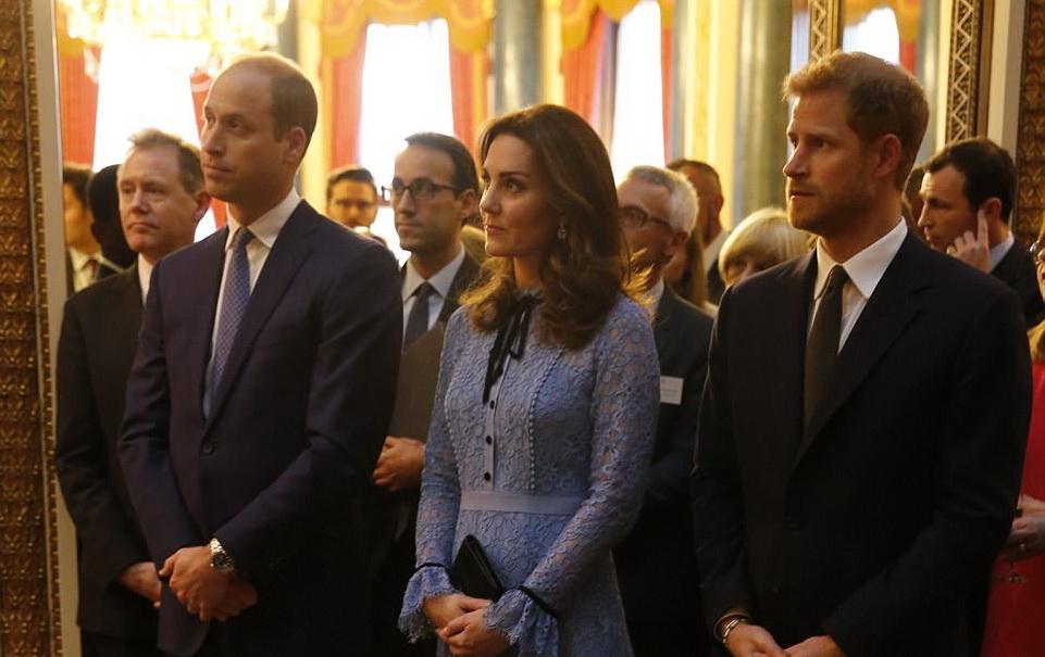Kate Middleton Memperlihatkan Kehamilan Ketiganya untuk Pertama Kali