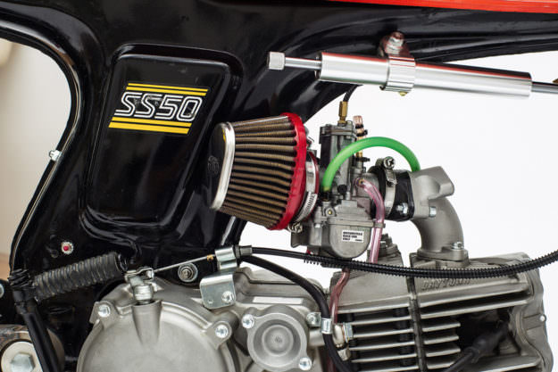 Modifikasi Unik Honda SS50 Pakai Bodi Kayu