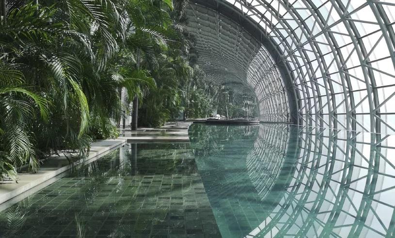 Kolam Renang di Tiongkok Ditopang Empat Gedung