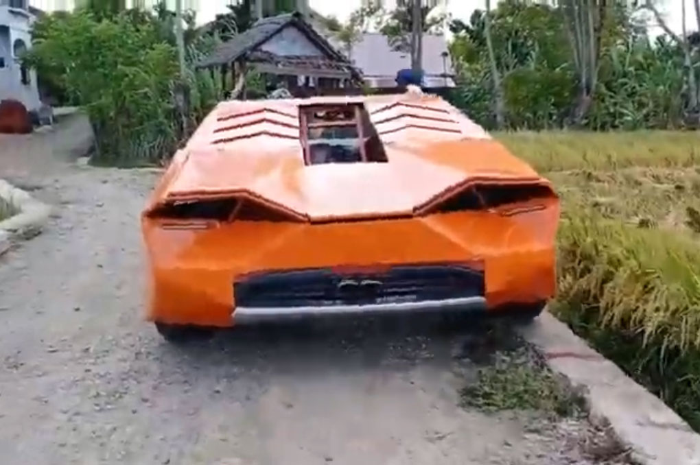 Petani di Aceh Bawa Lamborghini Ke Sawah