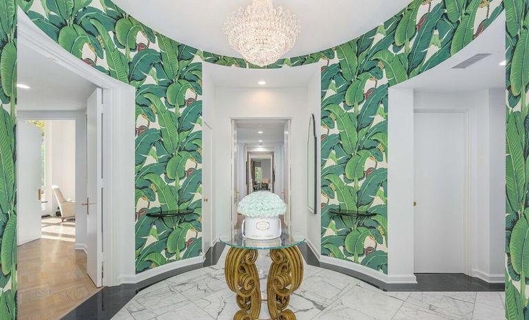 Lily Collins Jual Rumahnya di Los Angeles Rp194 Miliar