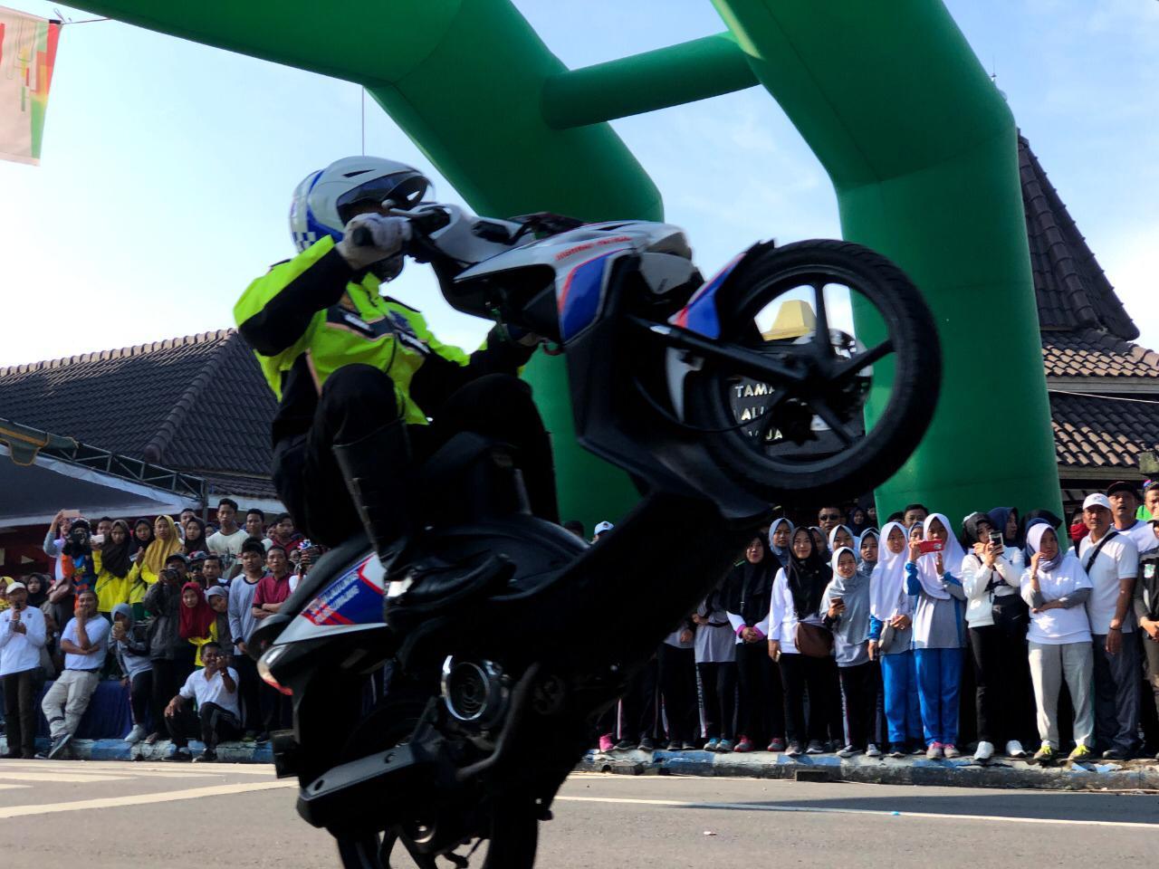 Tim Cobra Unjuk Gigi di Milenial Road Safety Festival