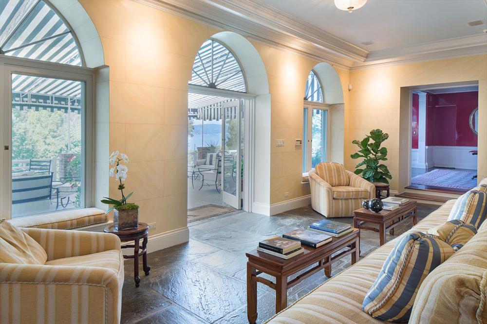 Michael Douglas Beli Rumah 'Mungil' Senilai Rp63,5 Miliar