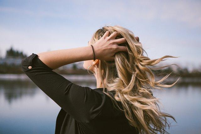 Hal-hal Tak Terduga Ini Bisa Menyebabkan Kerontokan Rambut