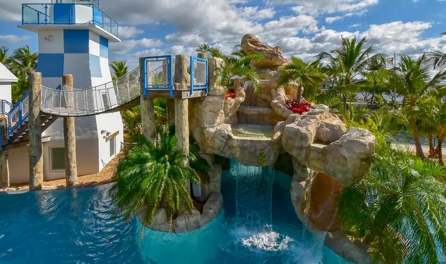 Rumah Ini Punya <i>Waterpark</i> Pribadi hingga Mercusuar