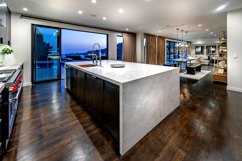Russel Westbrook Jual Rumah Rp18 Miliar