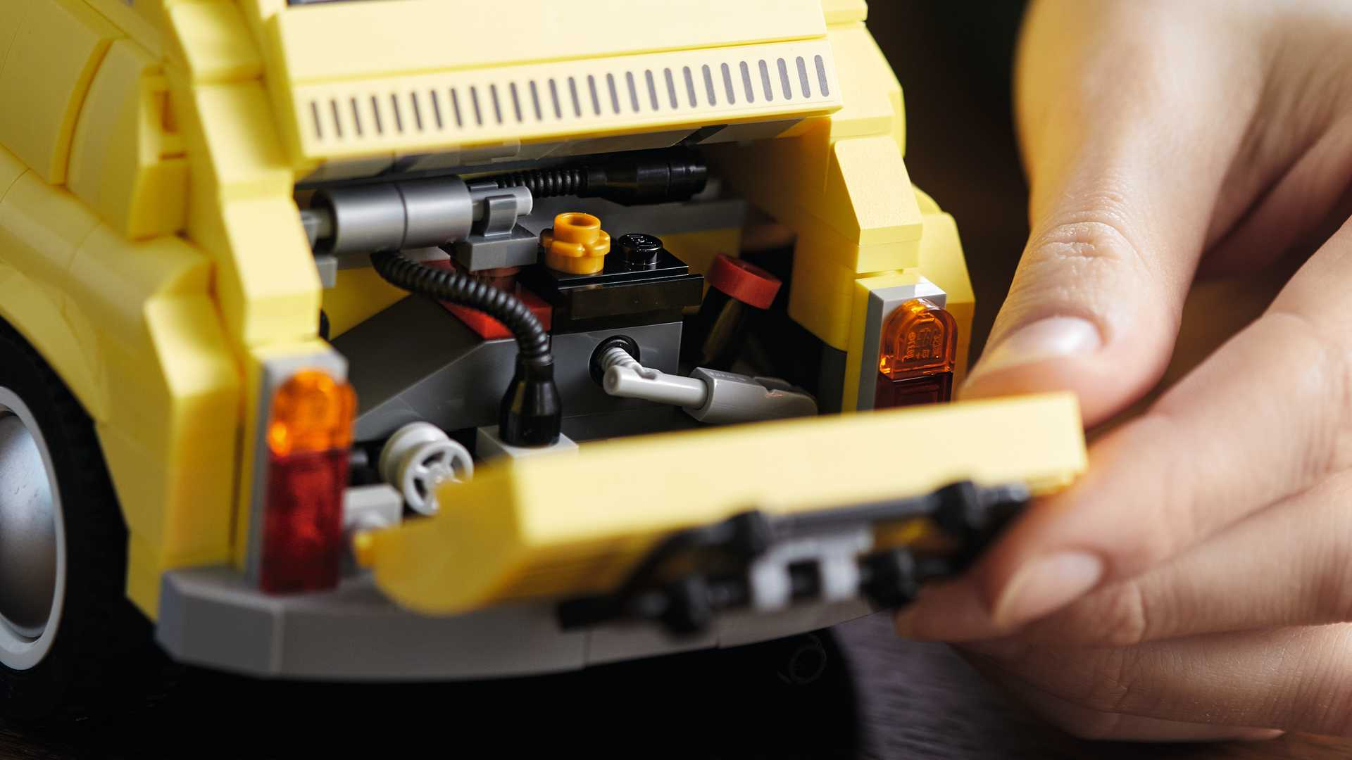 Rebahan di Rumah Sambil Merakit Lego Fiat 500