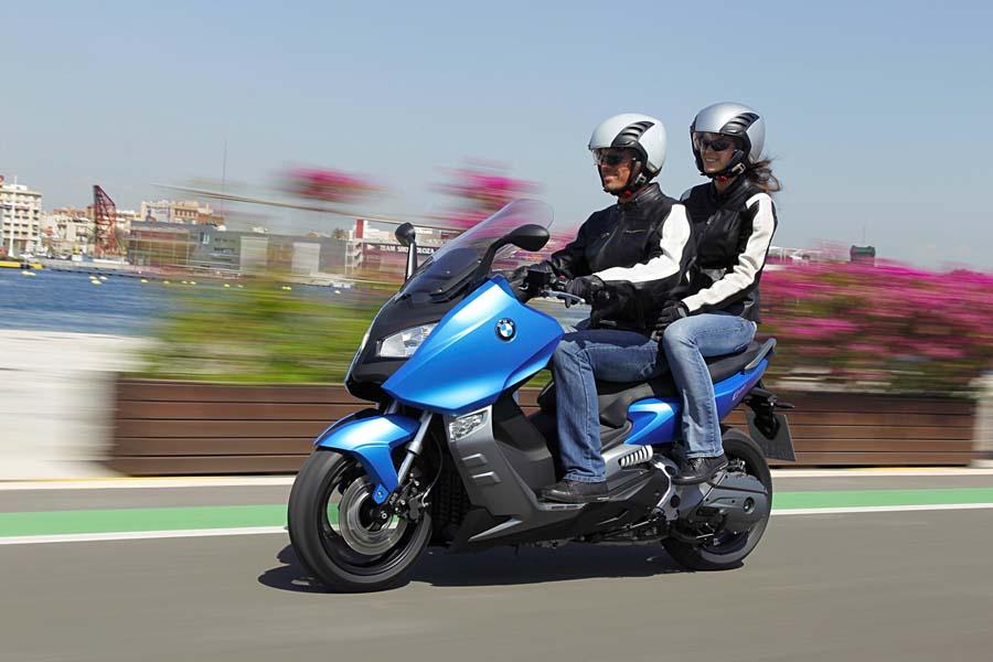 BMW Riset Skuter Baru Bermesin 400 cc