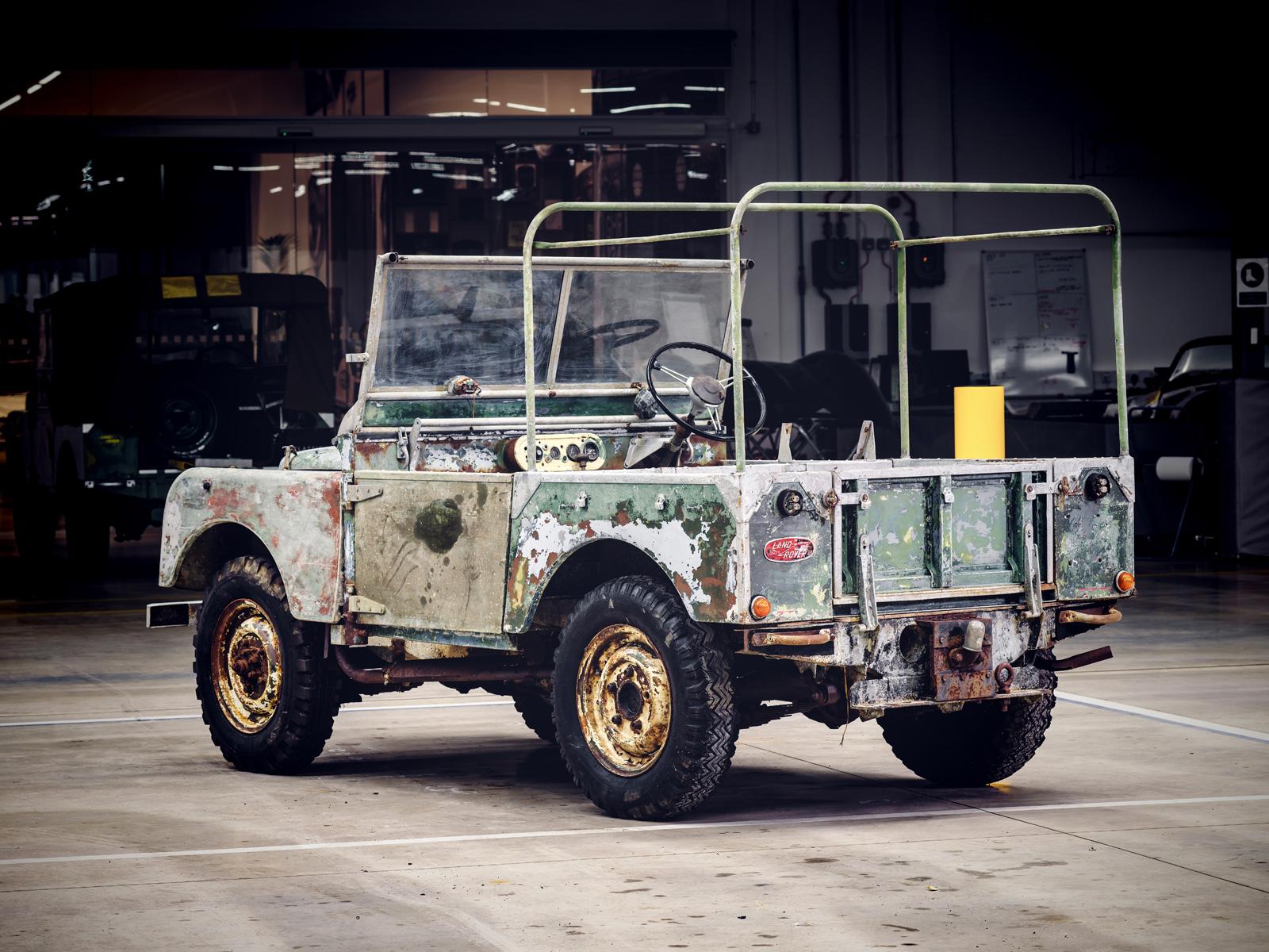 Land Rover Restorasi Model Klasik Pra Produksi