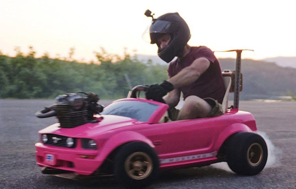 Liarnya Mobil 'Barbie' Bermesin <i>Dirt Bike</i>