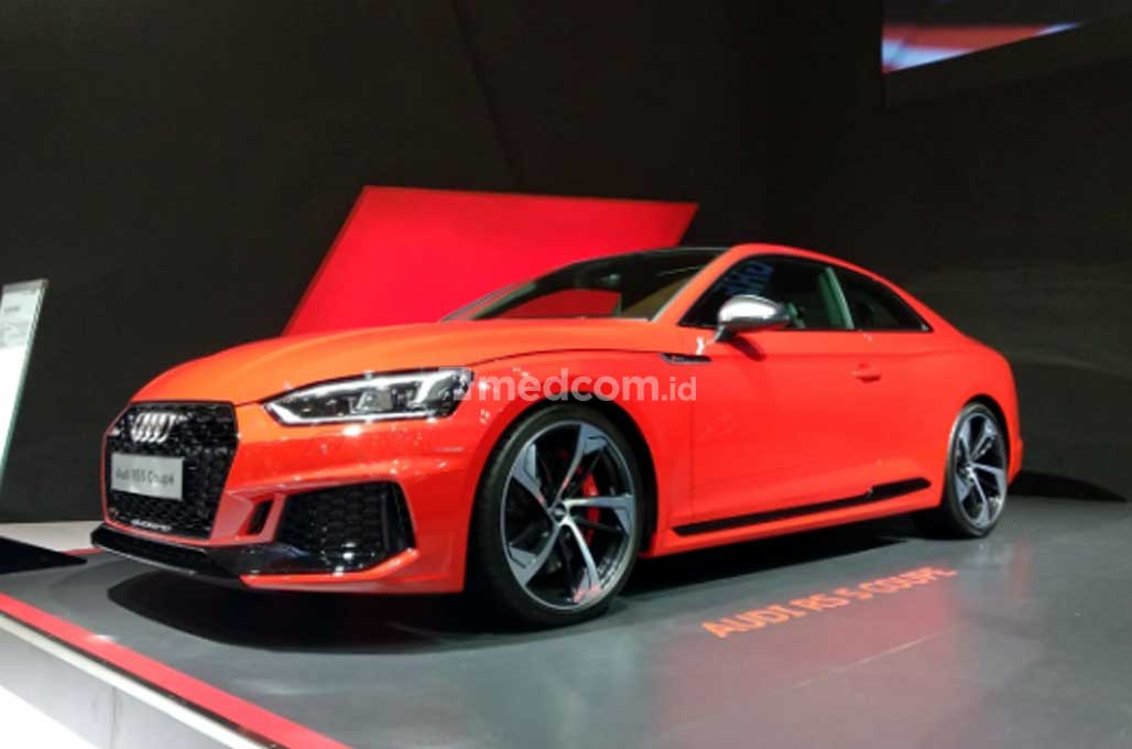 New Audi RS 5 Coupe, Pesaing BMW M4