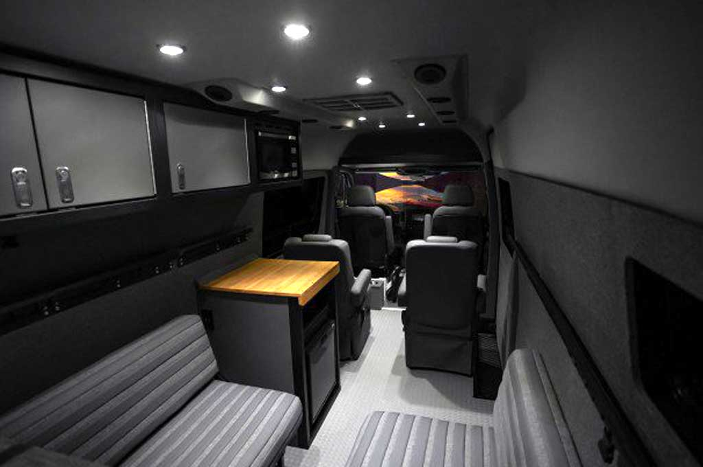 Mercedes-Benz Sprinter Bergaya Offroad Garapan Lexani Motors