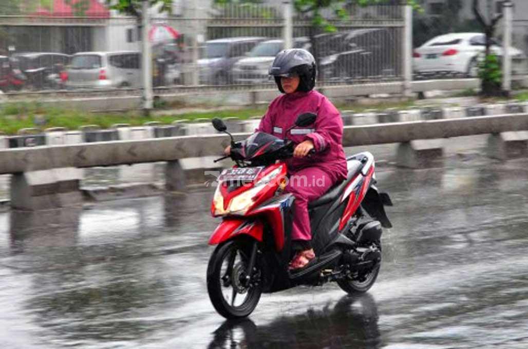 Jangan Salah Pilih, Jas Hujan Punya Kedaluwarsa