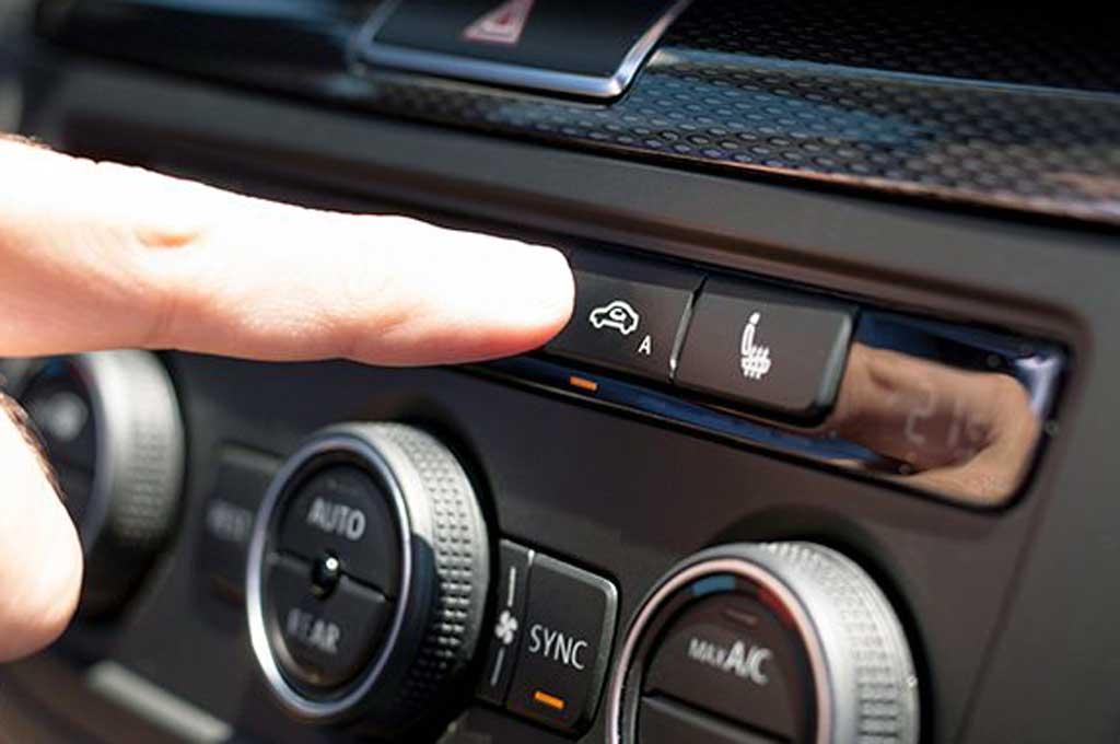 Penyebab Munculnya Embun di Kaca Mobil