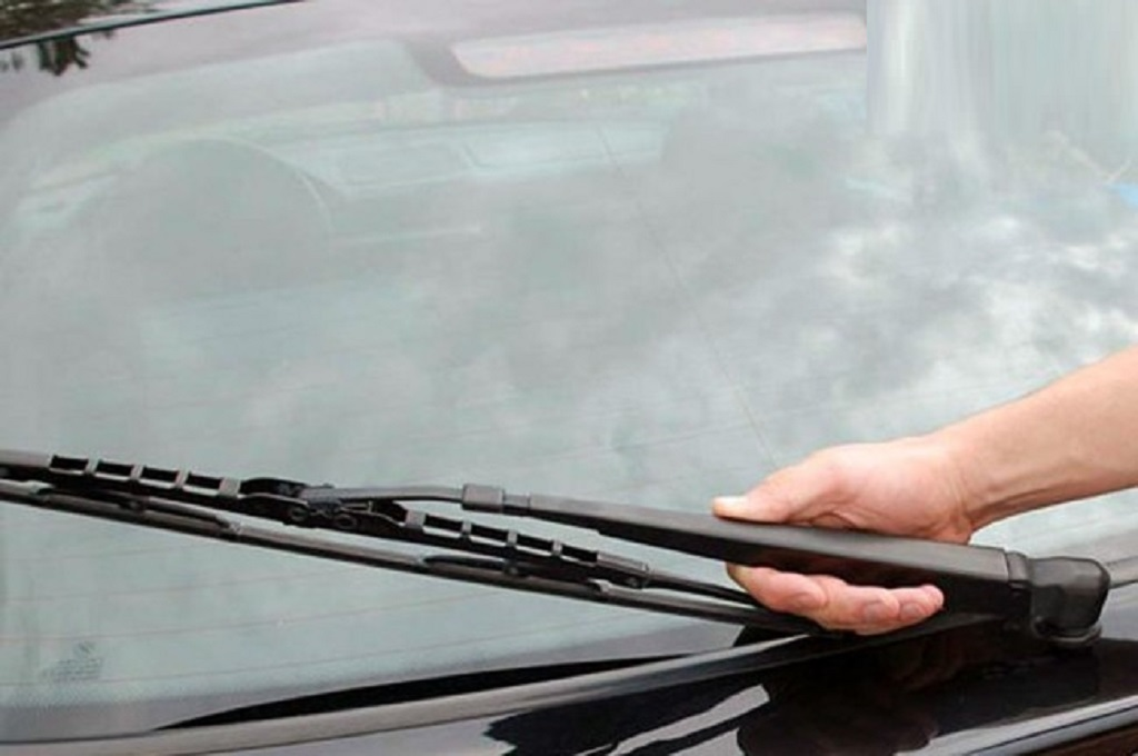 Jangan Lalai Ganti Wiper Jika Tak Ingin Kaca Mobil Baret