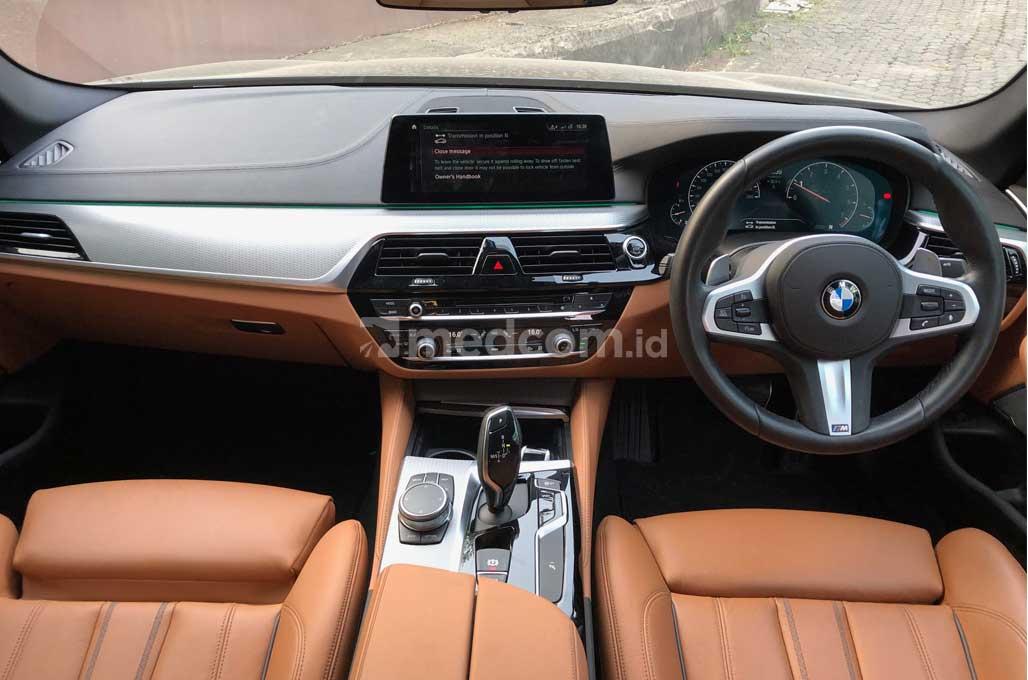 Jajal Kegantengan New BMW 530i M Sport