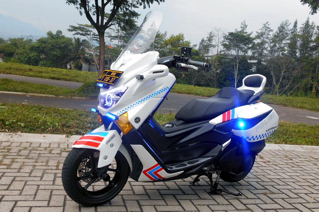yamaha nmax  tampil bergaya motor polisi