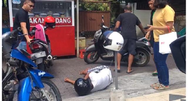 [Cek Fakta] Pria Ini Ambruk di Depan Rumah Makan Padang karena Korona? Ini Faktanya