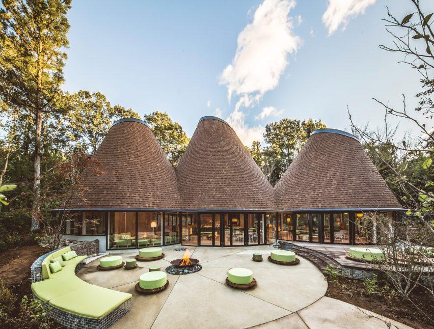 PokoPoko, Bangunan Kerucut di 'Negeri Dongeng' Jepang
