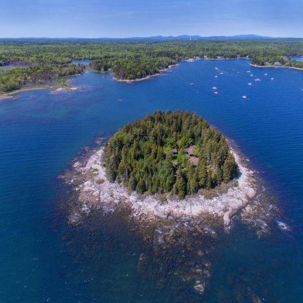 Rumah di Tengah Pulau Dijual Rp19,6 M