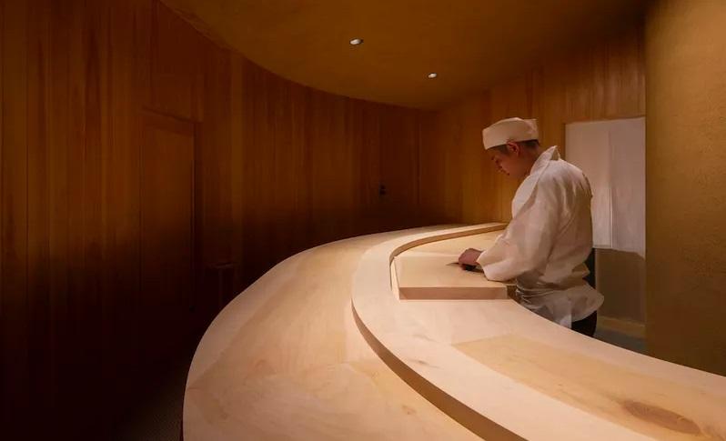 Restoran Sushi Minimalis dari Kayu