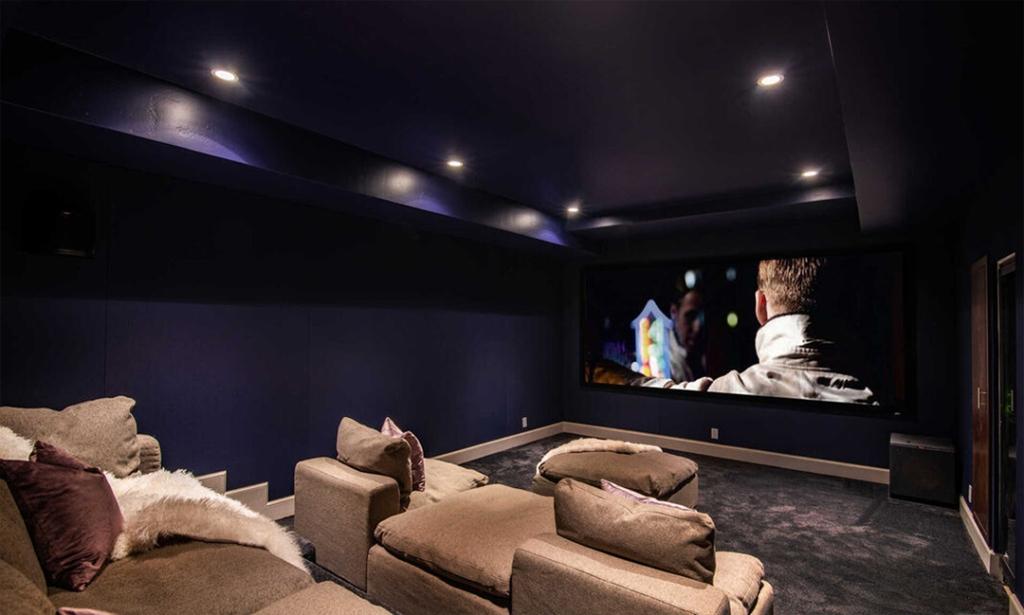 Dijual Rp111 Miliar, Intip Rumah Rihanna yang Punya Bioskop Pribadi