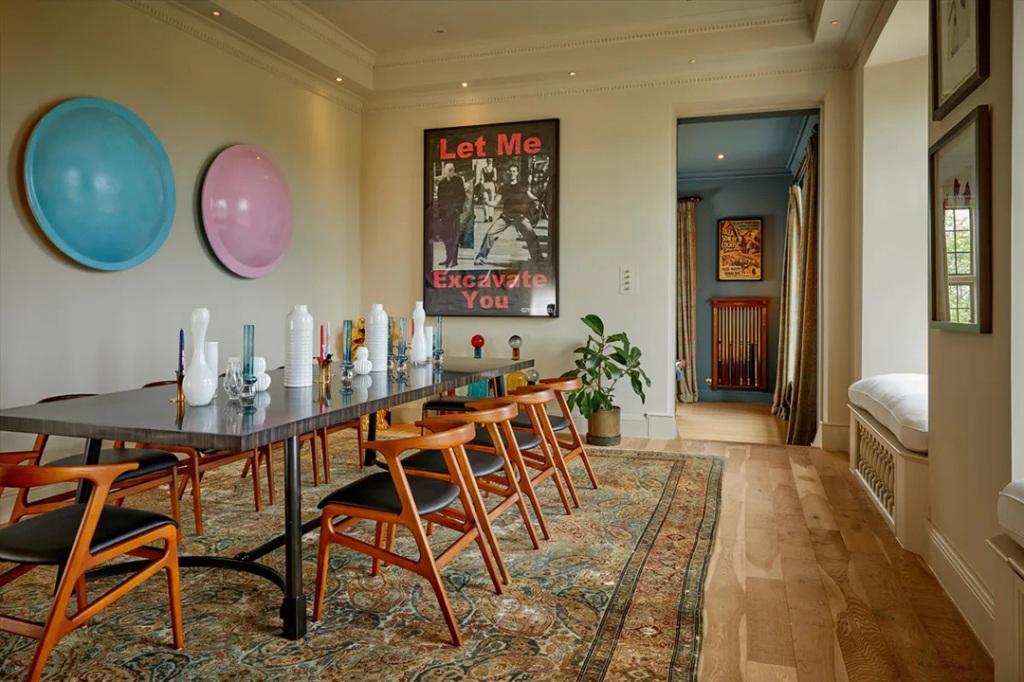 Berhantu, Rumah Robbie Williams Dijual Murah