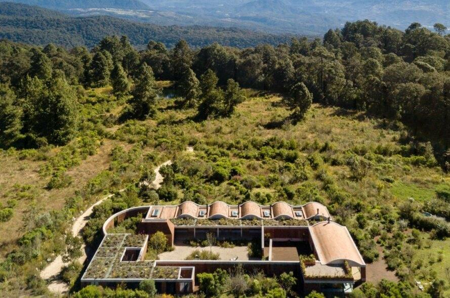 Dibangun dari Bata Bekas, Rumah Ini Tahan Cuaca Ekstrem