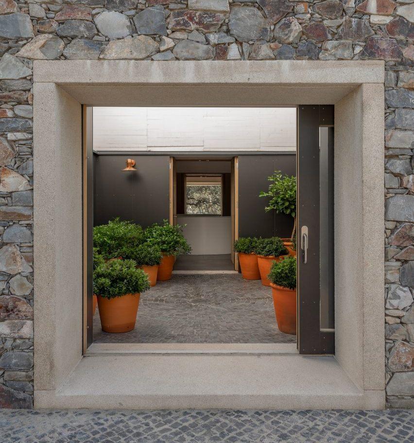 Casa de Piedra, Rumah Kubus dari Batu