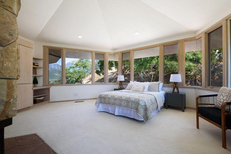 Rumah Berbentuk Sarang Lebah Dijual Rp83 Miliar