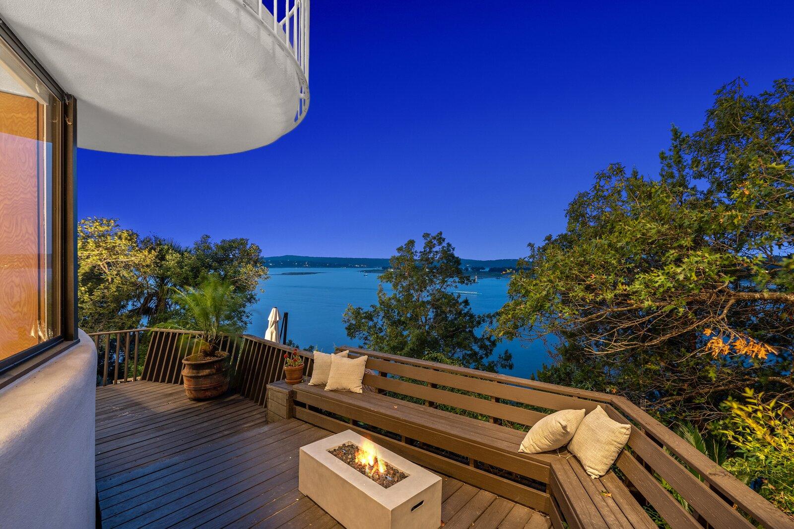 Rumah Bentuk Jamur Dijual Rp32 Miliar