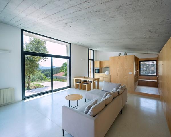 'Rumah Kambing' dengan Interior Apik
