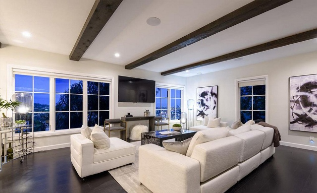 Louis Tomlinson Jual Rumah Kolonial Spanyol Rp99 Miliar
