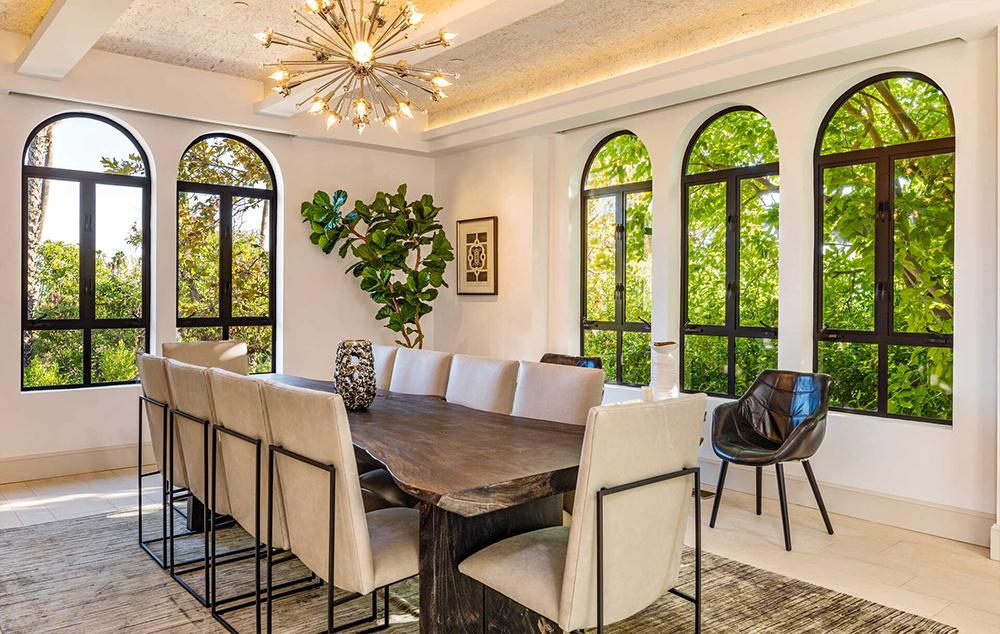 Rumah Mewah Rihanna Disewakan Rp489 Juta per Bulan