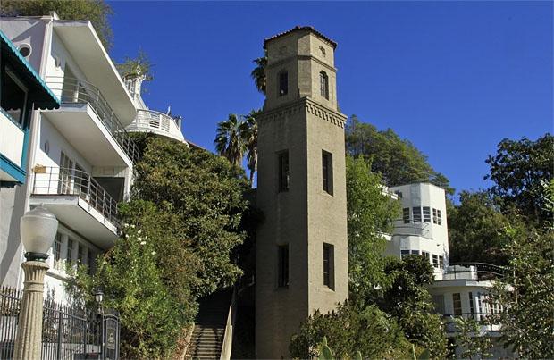 High Tower Court, Kompleks Hunian Eksklusif di Los Angeles