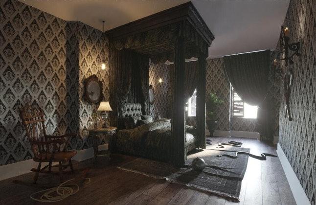 Menginap di Rumah Horor The Addams Family