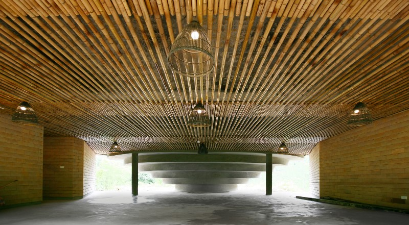 Rumah Komunitas Chieng Yen Terinspirasi Hiasan Kepala Etnik