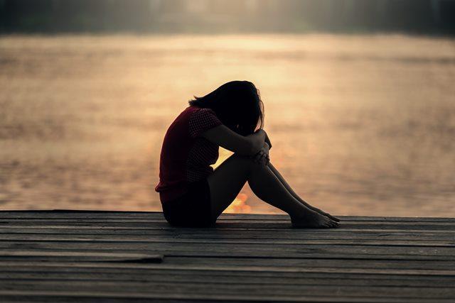 9 Ciri Anda Adiksi pada Kesedihan