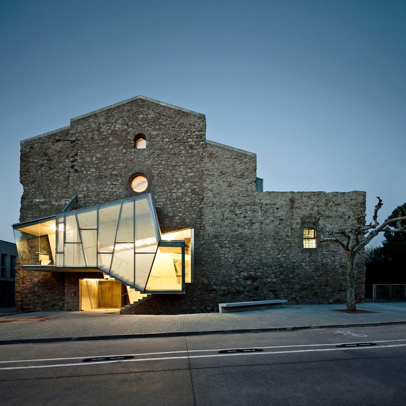 6 Bangunan Sejarah dengan Sentuhan Arsitektur Modern