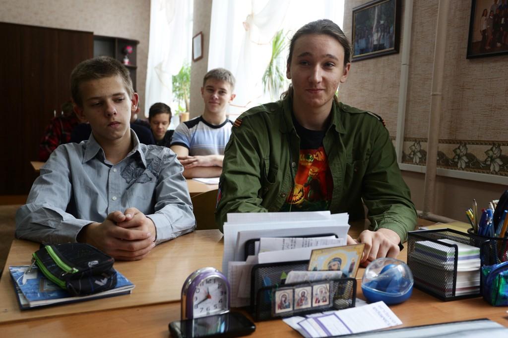 Anak-anak Ukraina Bersekolah di Tengah Pemberontakan