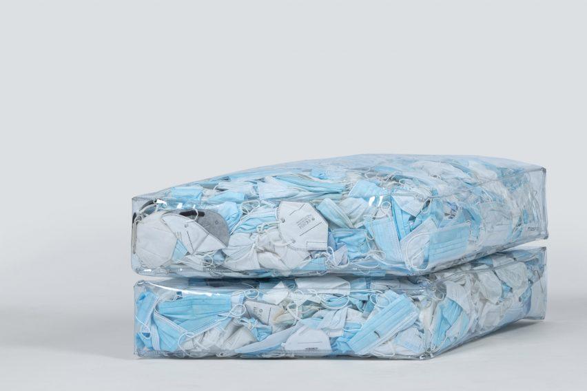 Couch-19, Sofa Unik yang Terbuat dari Ratusan Masker