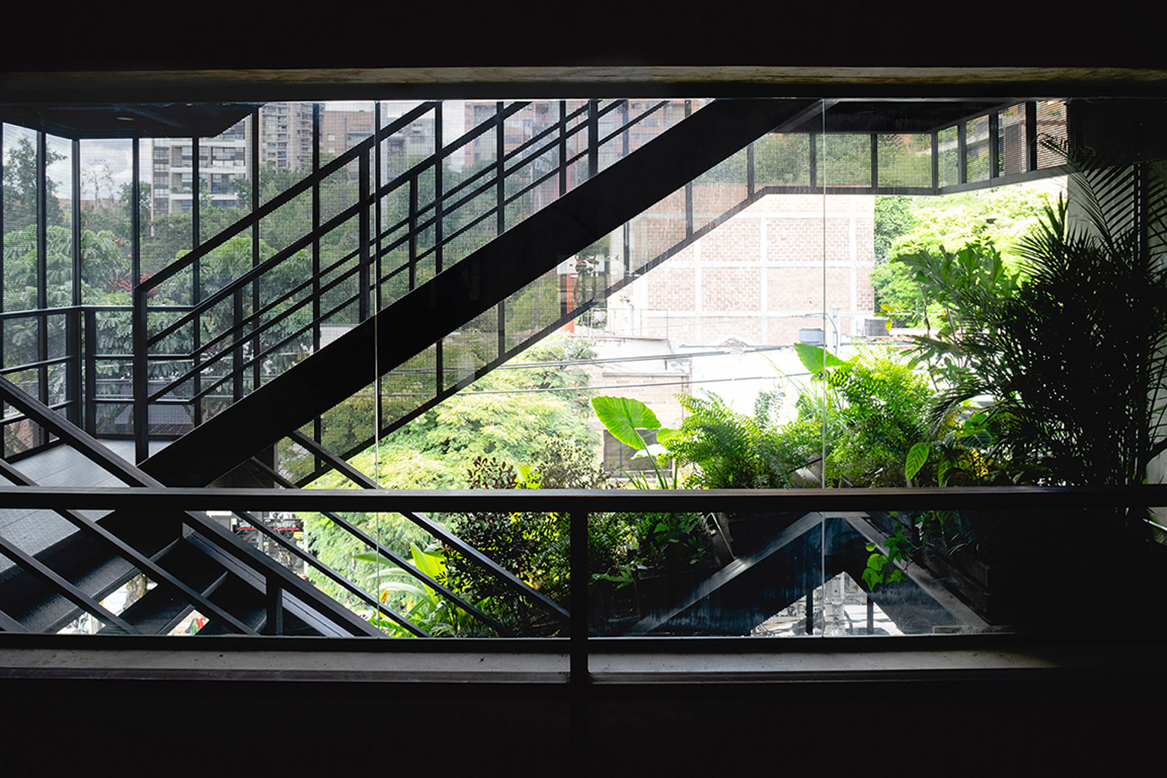 Hotel Somos di Kolombia Gunakan Balkon Baja