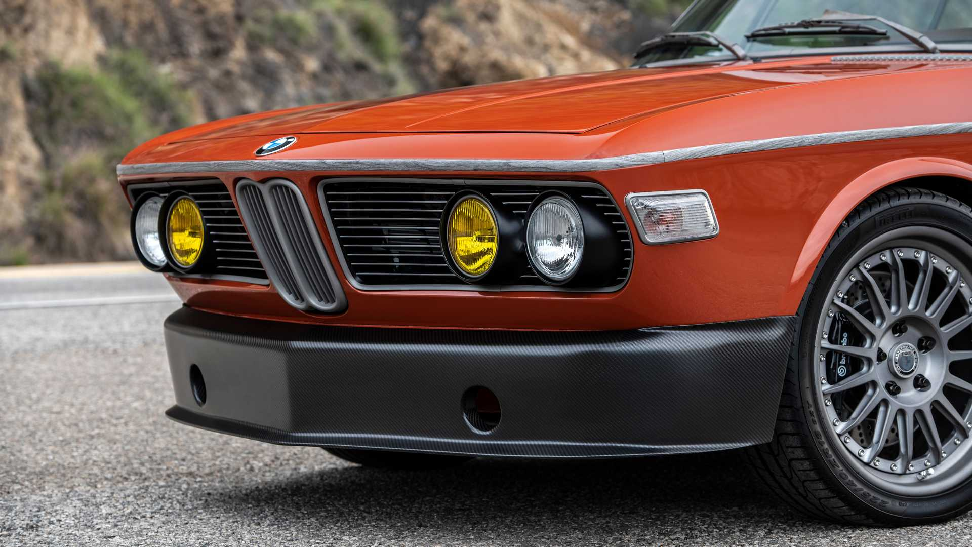 Robert Downey Jr Restorasi BMW Klasik, Makin Kece