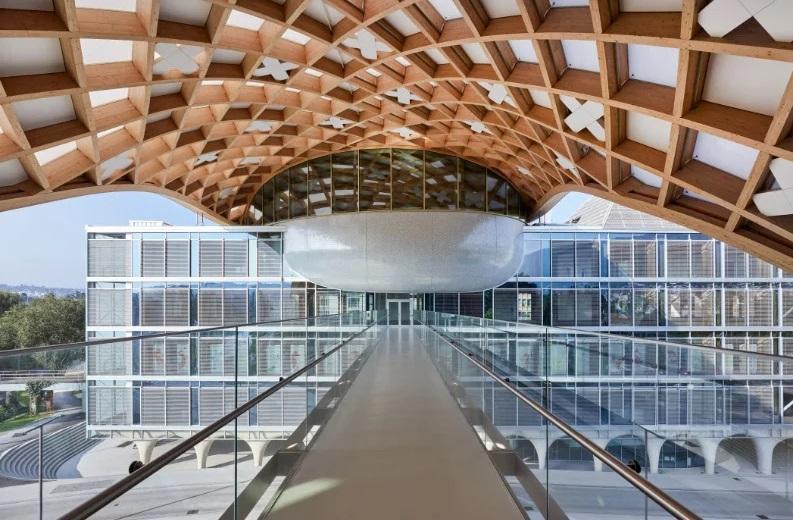 Desain Kantor Pusat Swatch yang Spektakuler