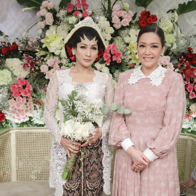 Potret Pernikahan Tata Janeeta dengan Mantan Suami Angelina Sondakh