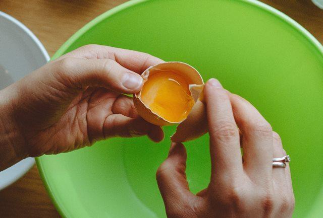 Hindari Mencuci Telur yang Baru Dibeli