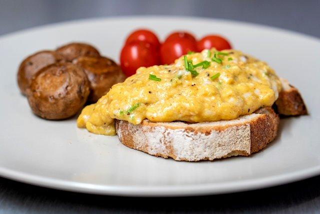 Cara Buat Telur Orak-arik Sempurna tanpa Gunakan Susu