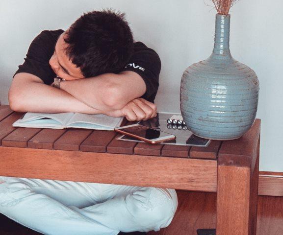 Penyebab Tersentak Bangun Saat Tidur